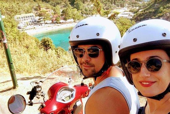 超越Palaiokastritsa Corfu Vespa滑板车之旅