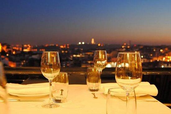 Cena romantica a Lisbona di notte