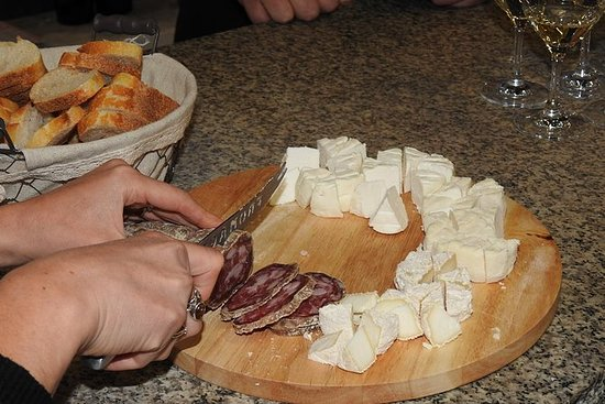 Cheese and wine of the Rhône Valley...