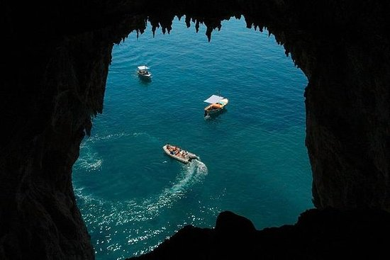 Discovery Capri island by boat