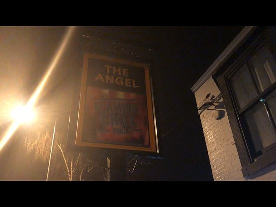 Rothwell, UK: Pub sign
