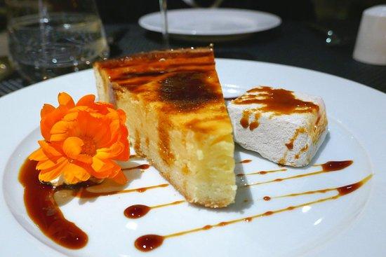 Alambique Restaurant - Saccharum: Tarta de Natas mit Bananenparfait und Zuckerrohr-Honig