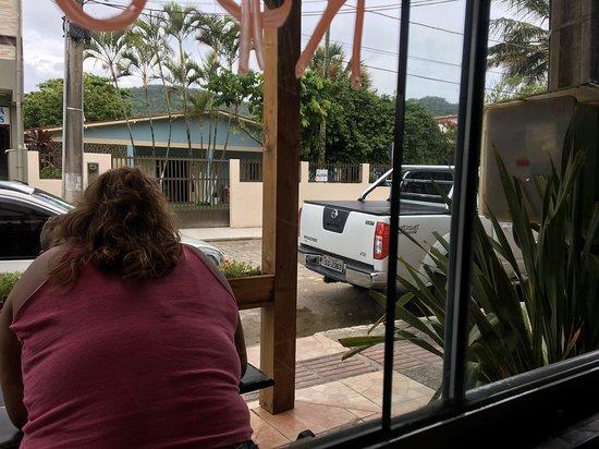 Restaurante Bifao: Vista para a rua