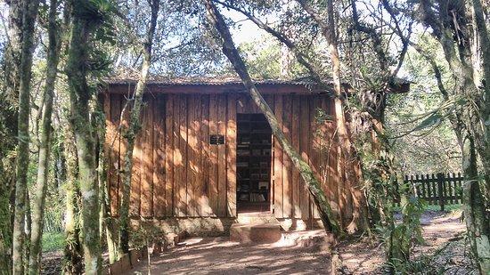 Camaqua, RS: A biblioteca/local de trabalho de Barbosa Lessa.