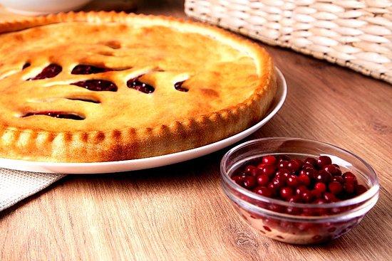Осетинский пирог с брусникой