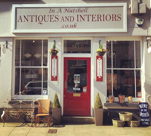 Ashburton, UK: Outside of In A Nutshell Antiques