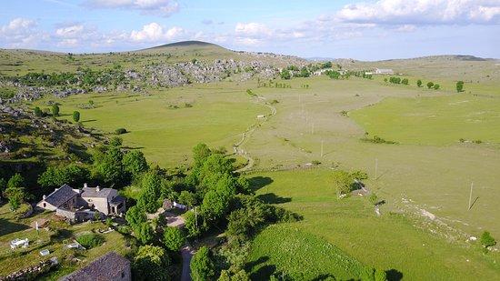 Fraissinet-de-Fourques, Frankrijk: vue des paysages du causse méjean , autour de l'auberge