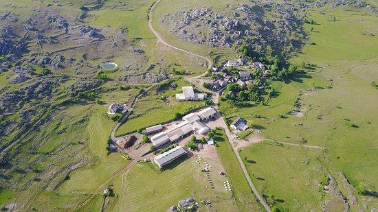 Fraissinet-de-Fourques, Frankrijk: vue aérienne du village