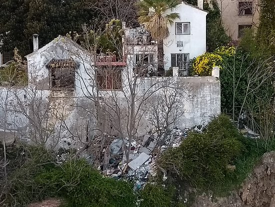 Melia Costa del Sol: Nice view of a stinking pile of rubbish from the rear of the roof bar.