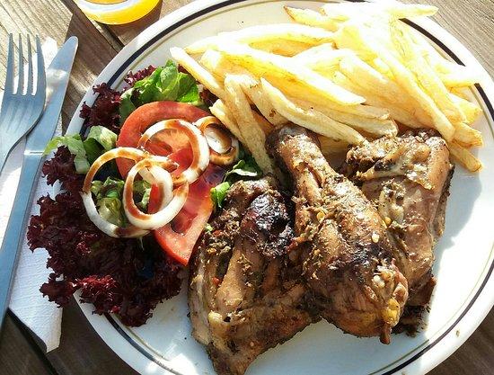 Tsada, Cyprus: Jerk chicken meal