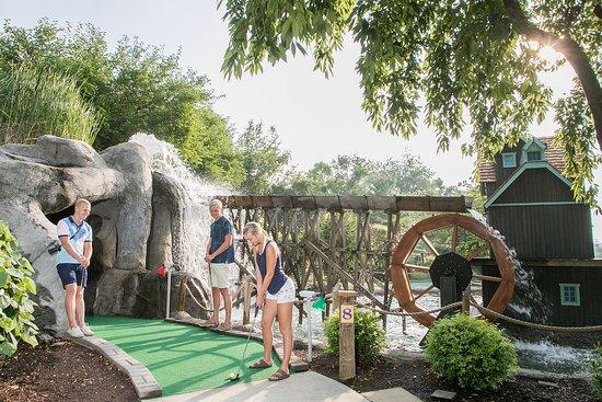 2 18-hole themed Miniature Golf Courses