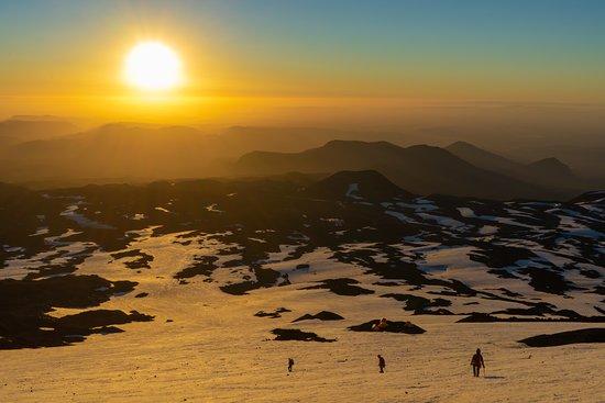 Rutas Australes : Atardecer en el volcán Llaima