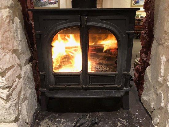 Churston Ferrers, UK: Our fire in the restaurant