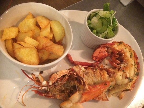 Aberdeenshire, UK: lGarlic Lobster and beef dripping chips