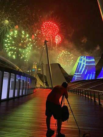 Photographing fireworks, part of the Chinese New Year celebration this February at the Marina Bay.