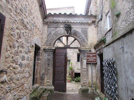Collepardo, Italia: Portale dei Tolomei