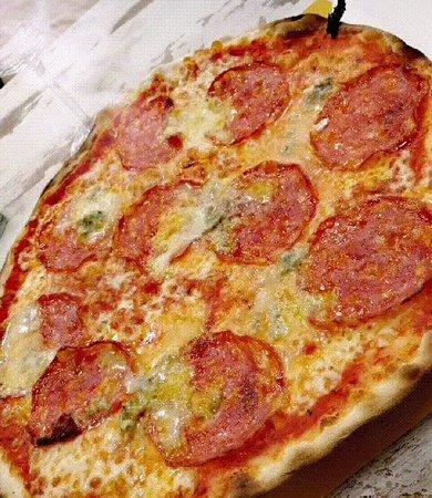 Pizza gorgonzola e salamino...