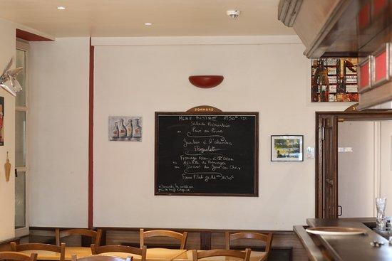 Hotel du Pont: Parfait car ce restaurant est ouvert 7 jours sur 7 à midi et la patronne est très sympa