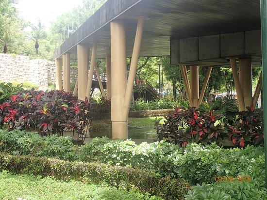 Jardines del Malecón Simón Bolíva