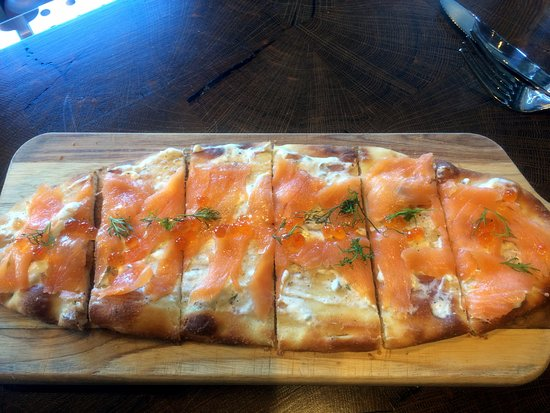 ‪‪Roadhouse Pub & Eatery‬: Smoked salmon flatbread ($14) is a filling selection.‬