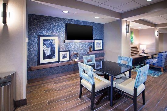 Hampton Inn Arvin Tejon Ranch: Lobby Sitting Area