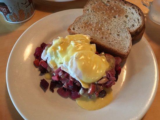 เพรสคอตต์, วิสคอนซิน: 07-21-18 Red Flannel Hash & eggs.