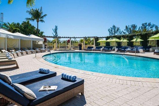 Naples Grande Beach Resort: Palm Terrace Pool
