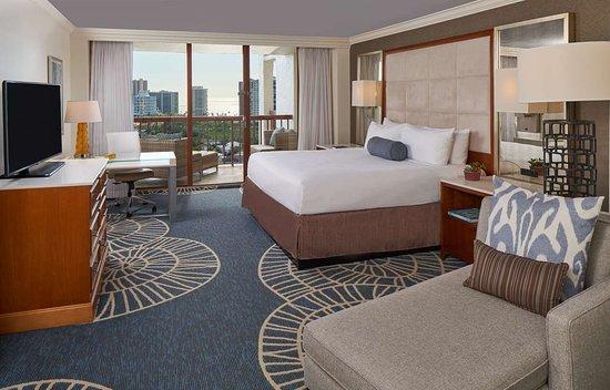 Naples Grande Beach Resort: Standard King Guestroom