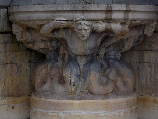 Fontaine Paul Gasq. Фрагмент