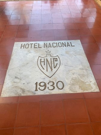 Viajes Vintage: Welcome to the Hotel Nacional.  What a great place to visit and hear all the history about it and more about Cuba.  The hotel was a great place to take a break, have a drink and enjoy the breeze.