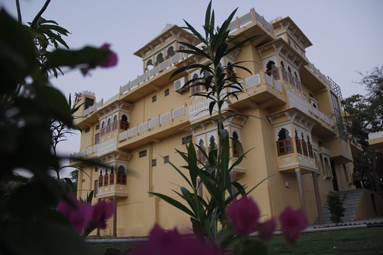 Fully furnished rooms with Kota stone polished flooring with traditional Rajasthani jarokhas with Bombay Dyeing linen & quilts on bed and block prints linen in jarokhas and DTH TV - Picture of Deogarh Hills, Deogarh - Tripadvisor
