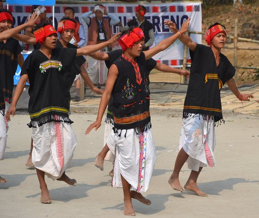 Karbi Anglong District, Índia: Hacha kekan, also known as harvesting dance of #ethnic #karbi tribe.