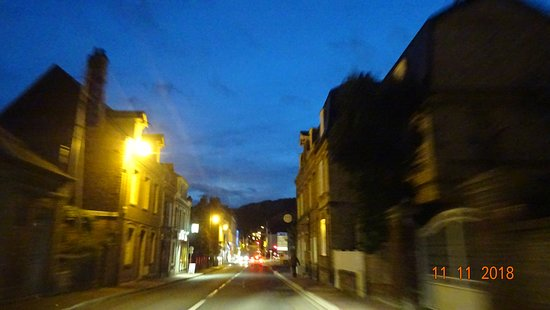 Знаменитый городок Этрета (Etretat), расположенный на побережье Ла-Манша, известен своими белоснежными известняковыми скалам и арками... Ноябрь 2018 года
