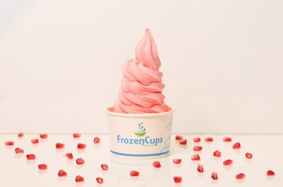 Al Qatif, Saoedi-Arabië: FrozenCups Pomegranate Yogurt