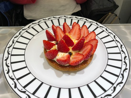 Cafe Dior by Pierre Herme: Tarte Feuilletee