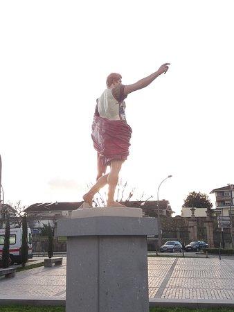 Estatua de Homenagem a Cesar Augusto
