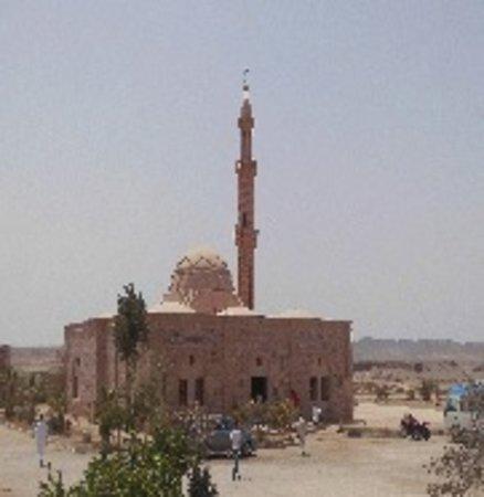 pensee Royal Garden: Moschee in Nähe des Hotels