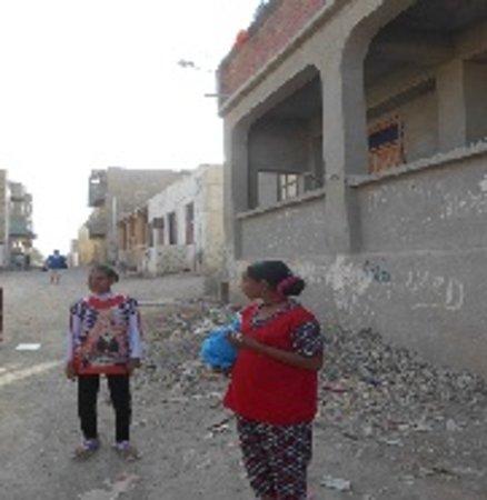 pensee Royal Garden: Nebenstraße in Al Qusier, einzige altägyptische Stadt am südlichen Roten Meer