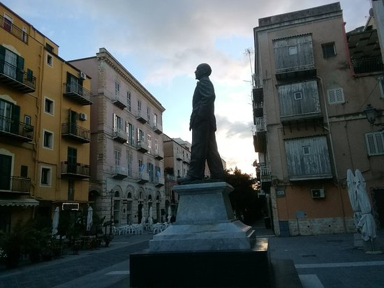 Monumento a Luigi Pirandello