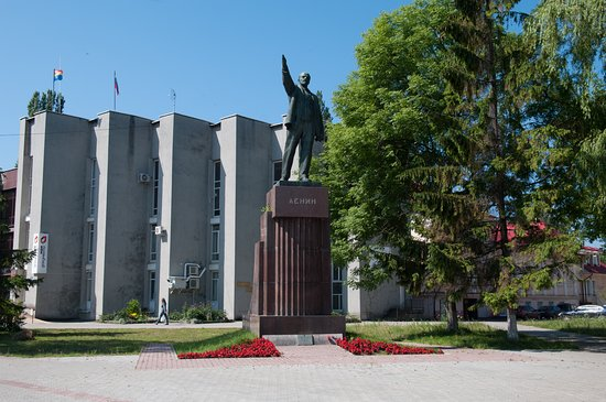 Monument to  V. I. Lenin