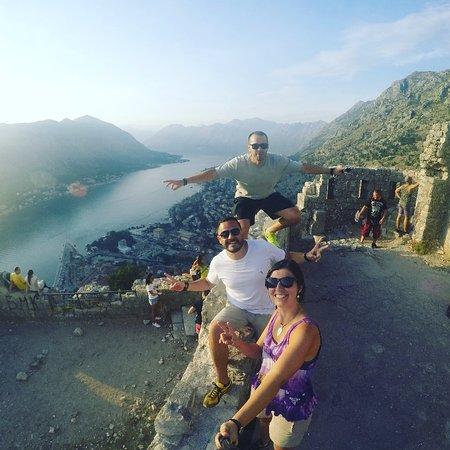 Montenegro, RS: Do alto da Fortaleza de Kotor o visual da baia e da cidade medieval se abre.