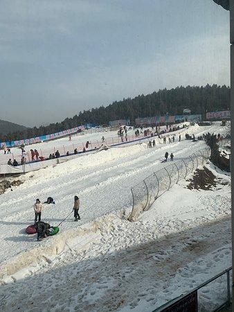 ซูโจว, จีน: Skiing for the kids