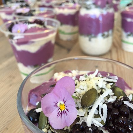 Maylands, Austrália: Chia Pots with some seasonal changes, thought the chocolate and cashew cream one is always available