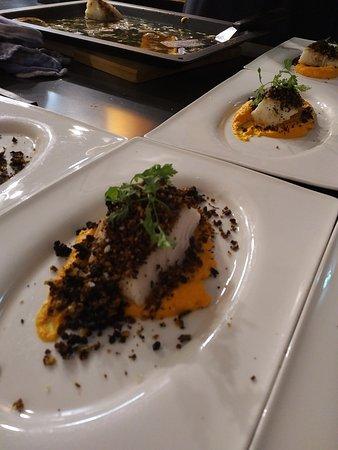 Kabeljau mit Liebstöckelcrunch auf Karotten-Ingwer-Püree