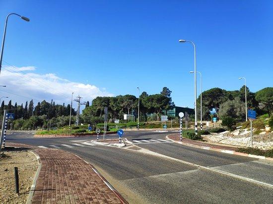 Zichron Yaakov, Israel: דרך רבין ואנדרטת הבריגדה