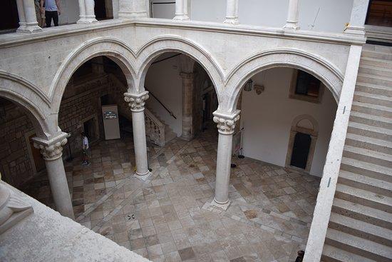 Княжий двор