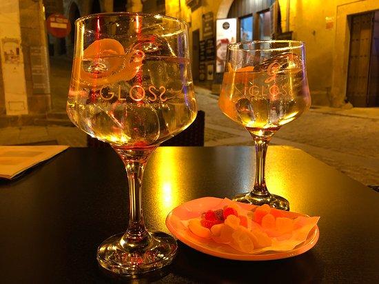 Gloss Lounge Gin Club: Copas, gin-tonic