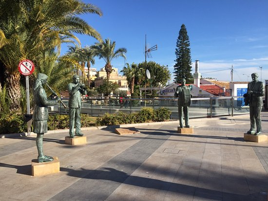 Monumento Homenaje a los Musicos Torrevejenses: Lovely stroll along the marina from the Tourist information. Very helpful there for info of area & things to do. These musicians are a tribute to the various bands & musical groups in Torrevieja - good photo stop with plenty of bars & restaurants around