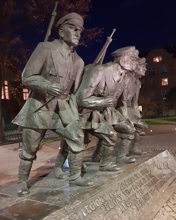 Jozef Pilsudski Statue: Great monument