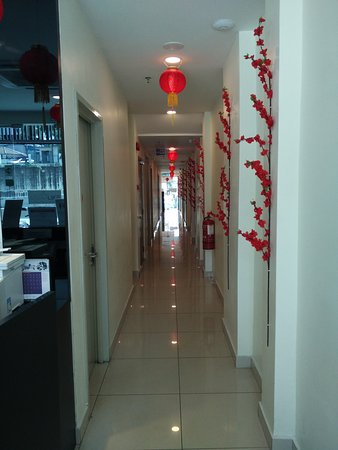 Asia Like Boutique Hotel: Corridor from reception to elevator.